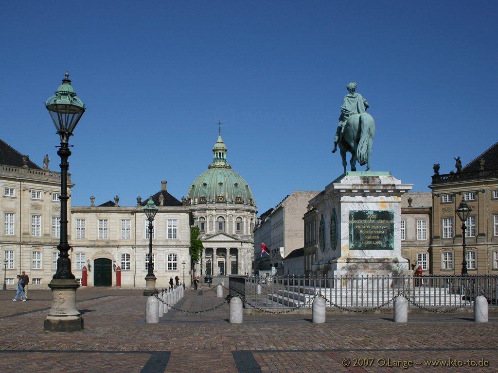 Kết quả hình ảnh cho cung điện amalienborg
